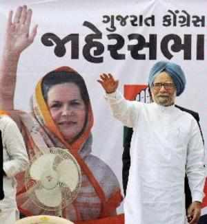 State govt officials feeling unsafe in Gujarat: Manmohan Singh