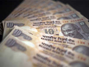 The current government's fiscal deficit target of 4.5 percent of the gross domestic product of 2014 may be beyond its reach, S&P said in a release on Tuesday.