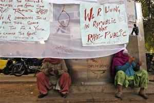 Women drink tea as they participate in a protest to mourn the death of a gang rape victim in New Delhi, India, Tuesday, January 1, 2013. The gang-rape and killing of a New Delhi student has set off an impassioned debate about what India needs to do to prevent such a tragedy from happening again. The country remained in mourning Tuesday, three days after the 23-year-old physiotherapy student died from her internal wounds in a Singapore hospital. (AP photo)