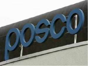 The Supreme Court on Tuesday indicated that it may lob the issue of granting a prospective iron ore licence to South Korean giant Posco back to the central government.