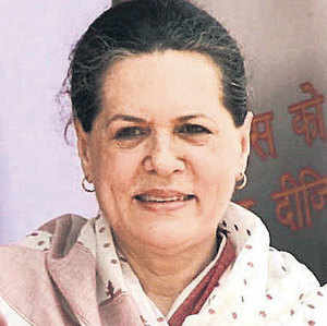 With the deadline set by Centre on Telangana fast approaching, Sonia Gandhi discusses the contentious issue with senior party leaders.