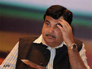 "Continuing his tirade against Congress without taking names, Gadkari said, ""ek malkin baki sab naukar"" (one master and rest of them are servants)."