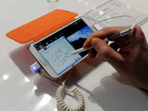 Galaxy Note II, the successor of the original phablet Galaxy Note, is now officially priced at Rs 35,600, while it was launched at Rs 39,900.