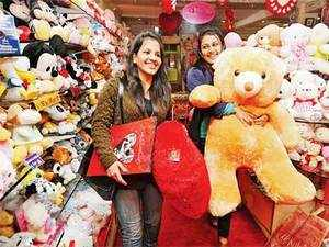 Assocham has valued the country's V-Day market at Rs 1,500 crore after a survey involving 800 executives in metros and 1,000 students.
