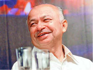 "Home Minister Sushilkumar Shinde is under tremendous pressure to withdraw his ""Hindu Terror"" remark. Sources say HM has conveyed to the BJP, that he is open to a dialogue with them, on the issue."
