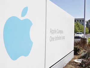 Apple is poised to boost its dividend by more than half, according to analysts surveyed by Bloomberg, providing investors hit by a share slump with one of the highest yields in the US technology industry.