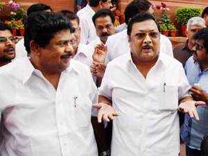 File photo: DMK leader MK Alagiri interacts with the media at Parliament after resigning as Fertilizers Minister, in New Delhi.