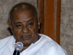 """JD(S) chief, H D Deve Gowda supported the idea of a Third Front, saying it is the """"future"""" as people were fed up of corruption under Congress and BJP rules."""