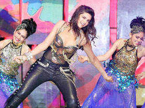 The city had SRK, Katrina Kaif and Deepika Padukone grooving to the desi moves, leaving the healthy turnout at the Salt Lake Stadium enthralled.