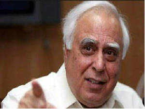 Kapil Sibal has urged PM Manmohan Singh to set up a panel of ministers to look into revitalising the two public sector mobile phone companies.