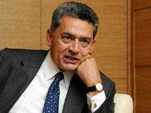 A US appeals court has dismissed a lawsuit brought against former Goldman Sachs director Rajat Gupta by a shareholder of the firm who sought that the Indian-American repay profits made after hedge fund founder Raj Rajaratnam traded in shares based on insider tips passed by him.
