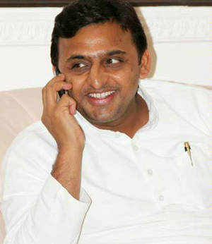 Free tablets turn out to be a bitter pill for Akhilesh Yadav, only HCL in race