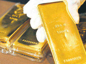 As for those waiting in the wings, many experts believe that they should consider investing in gold in a piecemeal manner now.