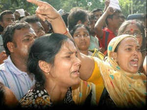 Agents during a demonstration in Kolkata demanding Mamata Banerjee's helping hand to get their money returned from Saradha group