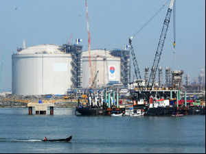 Petronet LNG has signed an initial agreement with Houston-based United LNG to annually buy 4 million tonnes of liquefied natural gas.