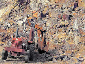 Goa's iron ore exporters are wary of losing the promising China market due to the prolonged ban on ore exports following the Supreme Court order.