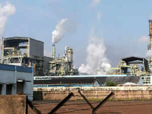 The West Bengal government today said that it would give Rs 100 crore to ailing Haldia Petrochemicals (HPL) for creating confidence among bankers