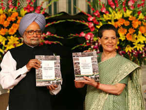 """""""There are calculated efforts, innuendos, misinformation and untruths being spread,"""" Sonia Gandhi told the Congress leaders. (Pic byb AFP)"""