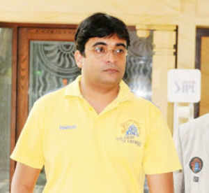 A four-member team of the Mumbai crime branch police have reached the residence of Chennai Super Kings principal Gurunath Meiyappan.