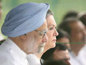 Congress President Sonia Gandhi today met Prime Minister Manmohan Singh in the backdrop of speculation of a cabinet reshuffle