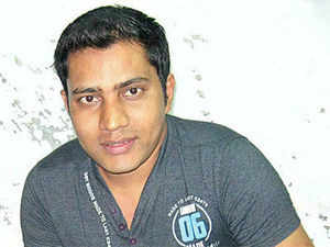 From working in a bag factory, Jameel Shah has moved to setting up a Rs 8 lakh dancing shoe company.