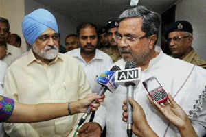 Chief Minister of Karnataka, Siddaramaiah and Deputy Chairman, Planning Commission, Montek Singh Ahluwalia talking to the media after a meeting to finalize the annual plan 2013-14 for the State.
