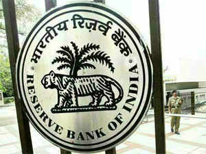 The Reserve Bank will compensate banks 25 per cent of the losses for reporting of counterfeit bank notes of Rs 100 and above to it and other authorities.