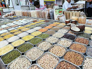 The Food Ministry is in favour of a 7.5% import duty on pulses as against 10 per cent suggested by the Commission for Agriculture Costs and Price.