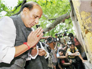 Singh was visiting the site of the Bodh Gaya blasts along with his colleague Arun Jaitley, the leader of the opposition in the Rajya Sabha.