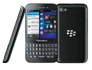 BlackBerry Q5 runs on a Qualcomm Snapdragon 1.2Ghz dual core processor, 2GB RAM and comes with 8GB internal storage (expandable).