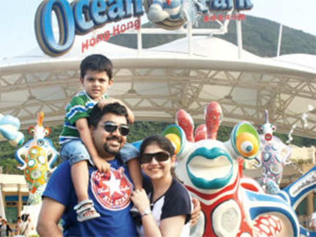Amol Arora with wife Meenal and son Kanav Arora at Ocean Park, Hong Kong.