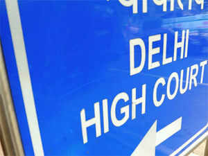 Delhi HC today issued notice to CBI seeking its reply on the bail pleas of Vijay Singla and three others in the cash-for-post bribery case.