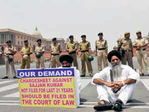 The witnesses in a 1984 anti-Sikh riots case involving senior Congress leader Sajjan Kumar today approached a Delhi court.