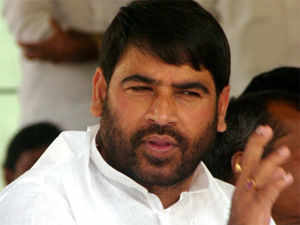 Sadhu Yadav, the estranged brother-in-law of RJD chief Lalu Prasad, today went hammer and tongs against party slamming the UPA government.
