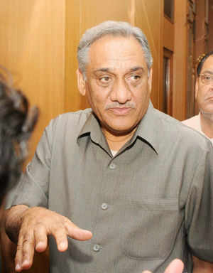 The advice of experts will be strictly followed in reconstruction of flood-ravaged areas of the state, Chief Minister Vijay Bahuguna said.
