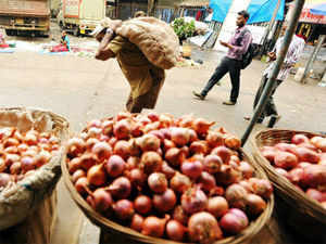 Wholesale onion prices today fell further by about Rs 5 per kg in the national capital on increased arrival of the commodity from Karantaka, but retail rates continue to rule high at Rs 70 a kg.