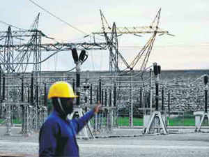 The government has revived its UMPP programme after five years by inviting initial bids for two 4,000-mw units each at Bedabahal in Orissa and Cheyyur in Tamil Nadu.