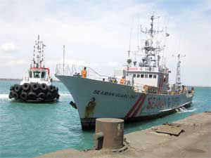 Thirty-three of the 35 members of the vessel 'Seaman Guard Ohio' were escorted to Muthiapuram Police Station for questioning, police sources said.