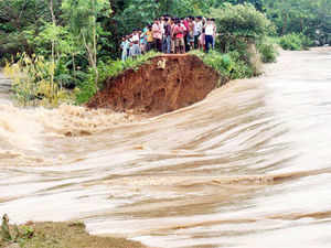 Flood situation in West Bengal's six districts remain unchanged, even as the death toll rose to 17 with reports of eight more deaths