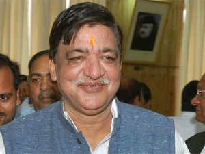 Frequent criticism of UP govt by Union ministers and ignorance of the state by the Centre may force SP to reconsider its decision to support UPA-II, a top party leader said