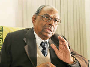 Rangarajan said that India's trade deficit in the first half of this year was $ 80 billion as compared to 92 billion $ in the previous year.