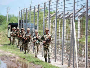 The Pakistani troops shelled several Indian posts along the Line of Control in Hamirpur and Bhimber Gali sub-sectors of Poonch district.