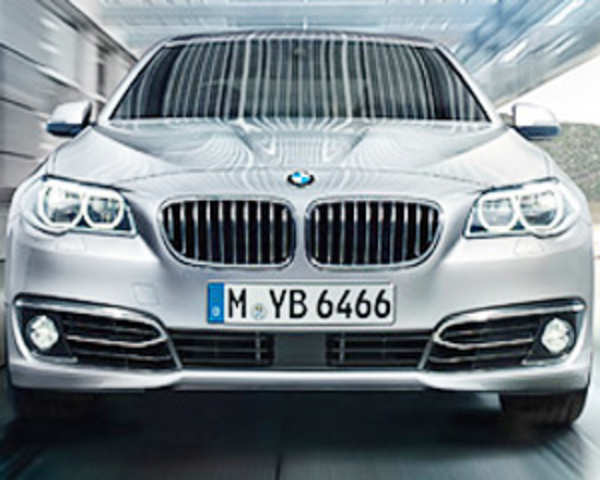 Top Speed 2014 Bmw 5 Series Review The Economic Times Video Et Now