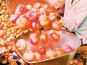 The wholesale onion prices in Delhi started declining as supplies from Rajasthan increased. The average price of fresh onion in Delhi on Friday came down to Rs 42/kg.