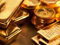 Though big jewellers are being able to use their money muscle to get hold of the yellow metal, small jewellers have landed in a problem.