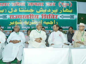 Noticing Das's health condition, Chief Minister Nitish Kumar rose from his seat and called for an ambulance