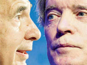 The Twitter fight between Carl Icahn and Pacific Investment Management Co's Bill Gross has sunk to a new low.