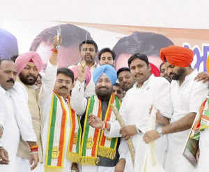 The Congress leaders are not members of the Assembly, so Speaker Charanjit Singh Atwal barred the SAD MLA from taking their names.