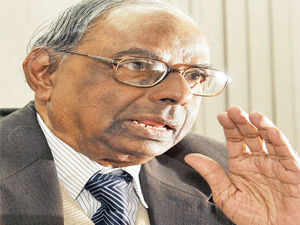 Prime Minister Manmohan Singh's economic advisor C Rangarajan hit out at Indian business for its criticism of the central bank's latest monetary policy.