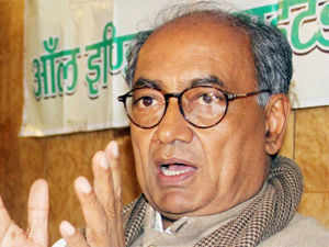 """Digvijay Singh shared the stage with controversial Muslim cleric Tauqeer Raza Khan and praised him for working for """"Hindu-Muslim unity""""."""